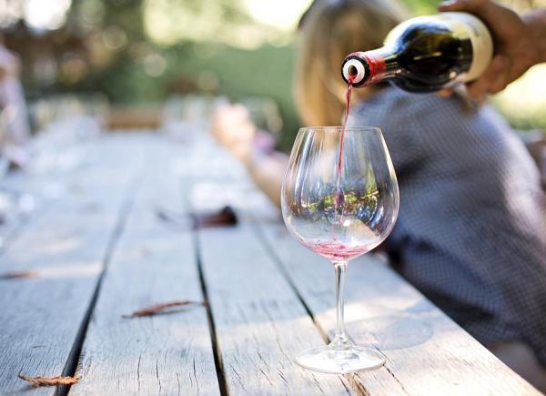 Dating για λάτρεις του κρασιού 17 πράγματα που πρέπει να ξέρεις για τα ραντεβού με ένα σαρκαστικό κορίτσι